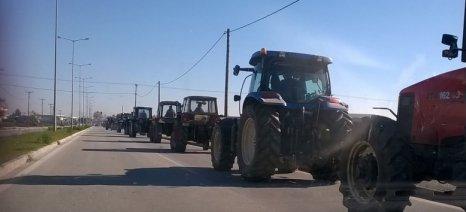 Εκατοντάδες τα τρακτέρ που συγκεντρώθηκαν στο Δέλτα - συλλαλητήριο στον Τύρναβο