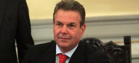 Ο Πετρόπουλος βλέπει ελεύθερους επαγγελματίες να τον αποθεώνουν για τα χαράτσια