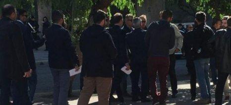 Γκόντιας και Βασιλόπουλος λένε ότι αποκλείστηκαν από το Μαξίμου τα συλλογικά τους όργανα - διαψεύδει η κυβέρνηση