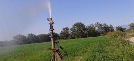 Η ΔΕΗ προειδοποιεί για τους κινδύνους από το πότισμα με τη μέθοδο της τεχνητής βροχής
