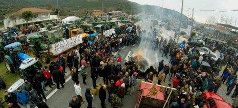Κλειστό για πέμπτη μέρα το τελωνείο του Προμαχώνα - η κατάσταση στα μπλόκα της Βόρειας Ελλάδας (upd)