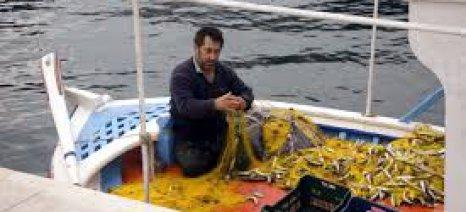 Οι αλιείς θα αποκλείσουν αύριο το λιμάνι του Βόλου