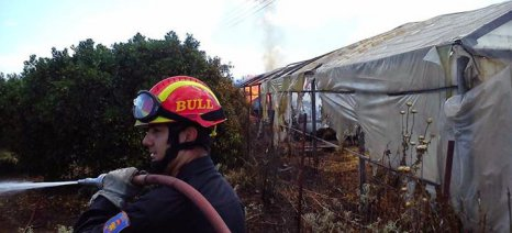 Καίγεται θερμοκήπιο έξω από το Κιλελέρ – Μεγάλη επιχείρηση της Πυροσβεστικής