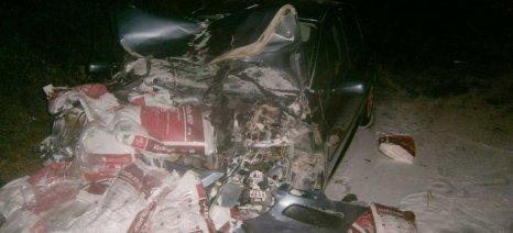 Απίστευτο τροχαίο ατύχημα στα Τρίκαλα με «ιπτάμενα» σακιά με λιπάσματα