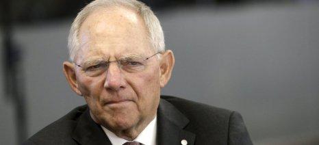 """Ο Σόιμπλε """"δείχνει"""" το ΔΝΤ και πιέζει την Αθήνα"""