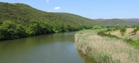 Την αντιμετώπιση της παράνομης αλιείας σε ποτάμια και λίμνες ζητά ο Αμυράς