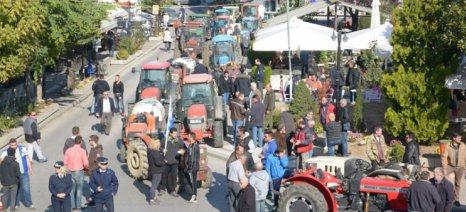 Με κύριο αίτημα τη μη φορολόγηση του τσίπουρου έγινε το αγροτικό συλλαλητήριο στον Τύρναβο