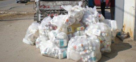 Μεγάλο πρόβλημα τα πεταμένα κουτιά από γεωργικά φάρμακα στα χωράφια