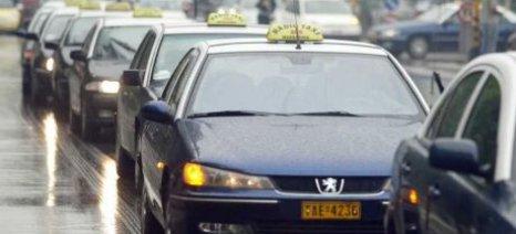 """""""Πελάτες"""" λήστεψαν οδηγό ταξί"""