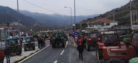 Κλειστά μέχρι τις 22.00 τα Τέμπη - μαζική η συμμετοχή των αγροτών στις χθεσινές πορείες