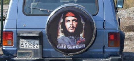 """Όταν ο Τσε Γκεβάρα μετέτρεψε ένα """"καπιταλιστικό"""" τζιπ σε σύμβολο αγροτικής αντίστασης"""