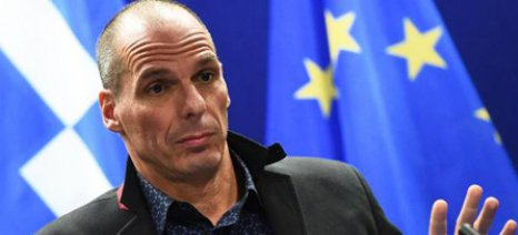 Αιχμές για Τσίπρα και Eurogroup άφησε με συνέντευξή του ο Βαρουφάκης