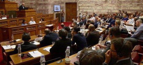Αποστόλου προς εκπροσώπους απόδημου Ελληνισμού: «Η κορυφαία μάχη για τα αγροτικά προϊόντα έρχεται με την ΤΤΙΡ»