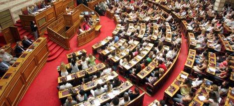 Εν μέσω «θύελλας» υπερψηφίστηκε το πολυνομοσχέδιο με τα προαπαιτούμενα