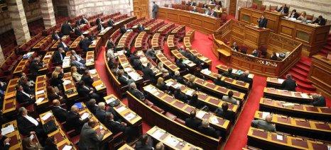 Με ευρύτερη πλειοψηφία ψηφίστηκε η μείωση του ΦΠΑ στα γεωργικά εφόδια