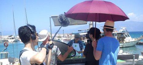 """Αυστριακό τηλεοπτικό συνεργείο στην παραλία Αλυκής Αιγίου προωθεί την """"εξοικονόμηση φαγητού"""""""